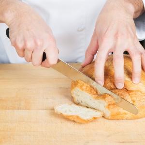 Coltello da pane a lama seghettata 26cm manico Fibrox nero Victorinox