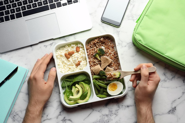 Lunch box e bottiglie termiche: il pranzo perfetto al tempo del Covid-19